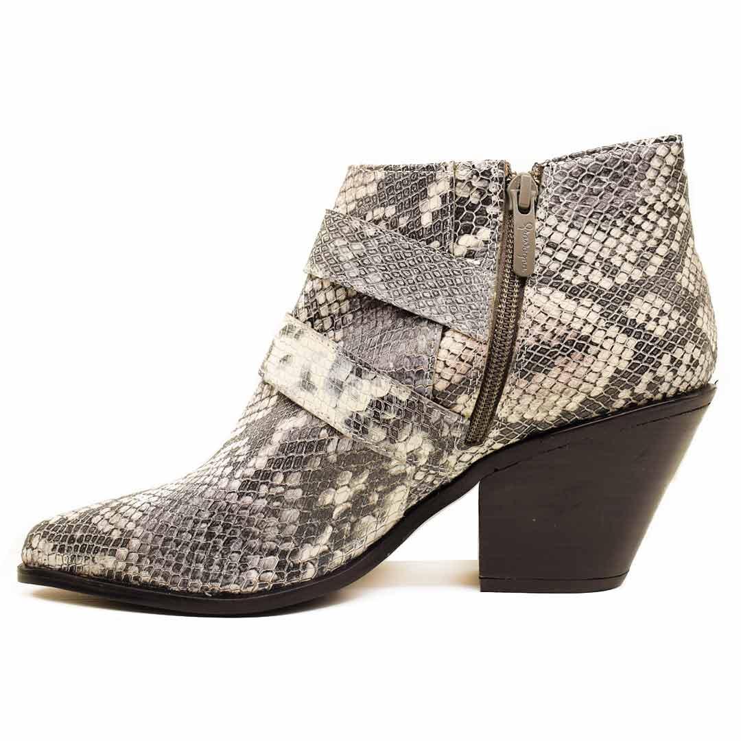 f2220c6e31 gravagna-zapatos-botas-mujer-dino-butelli-cuero-11 lightbox · lightbox ·  lightbox · lightbox